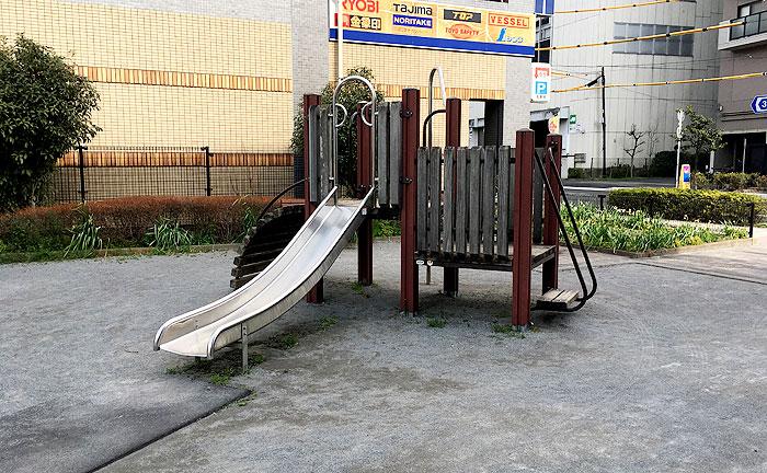 鶴川駅前みちのべ公園